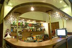 Классическая барная стойка для ресторана