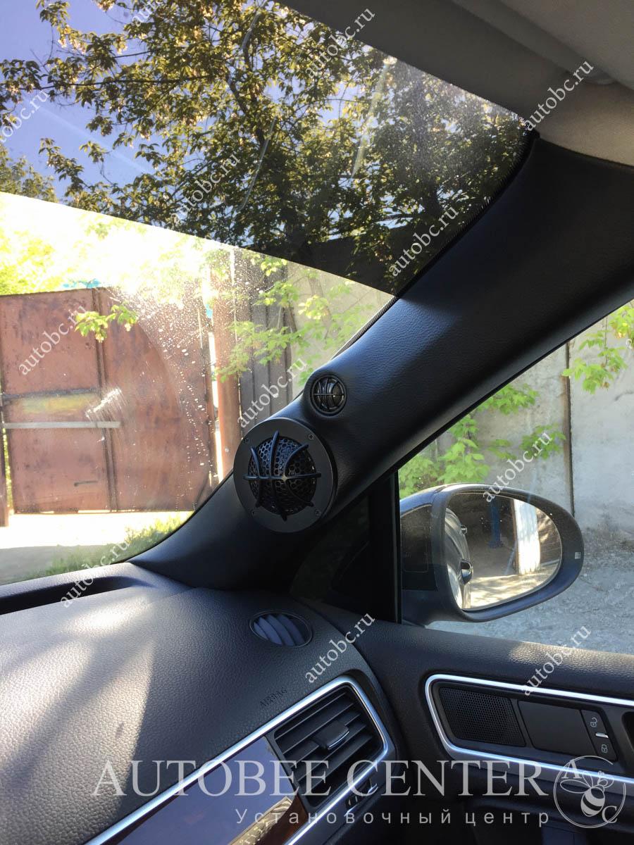 VW Touareg (Изготовление подиумов в стойки)