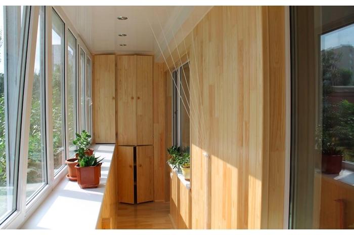 В чем разница между балконом и лоджией?
