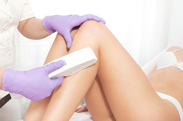 Применение лазерного эпилятора для удаления волос на ногах