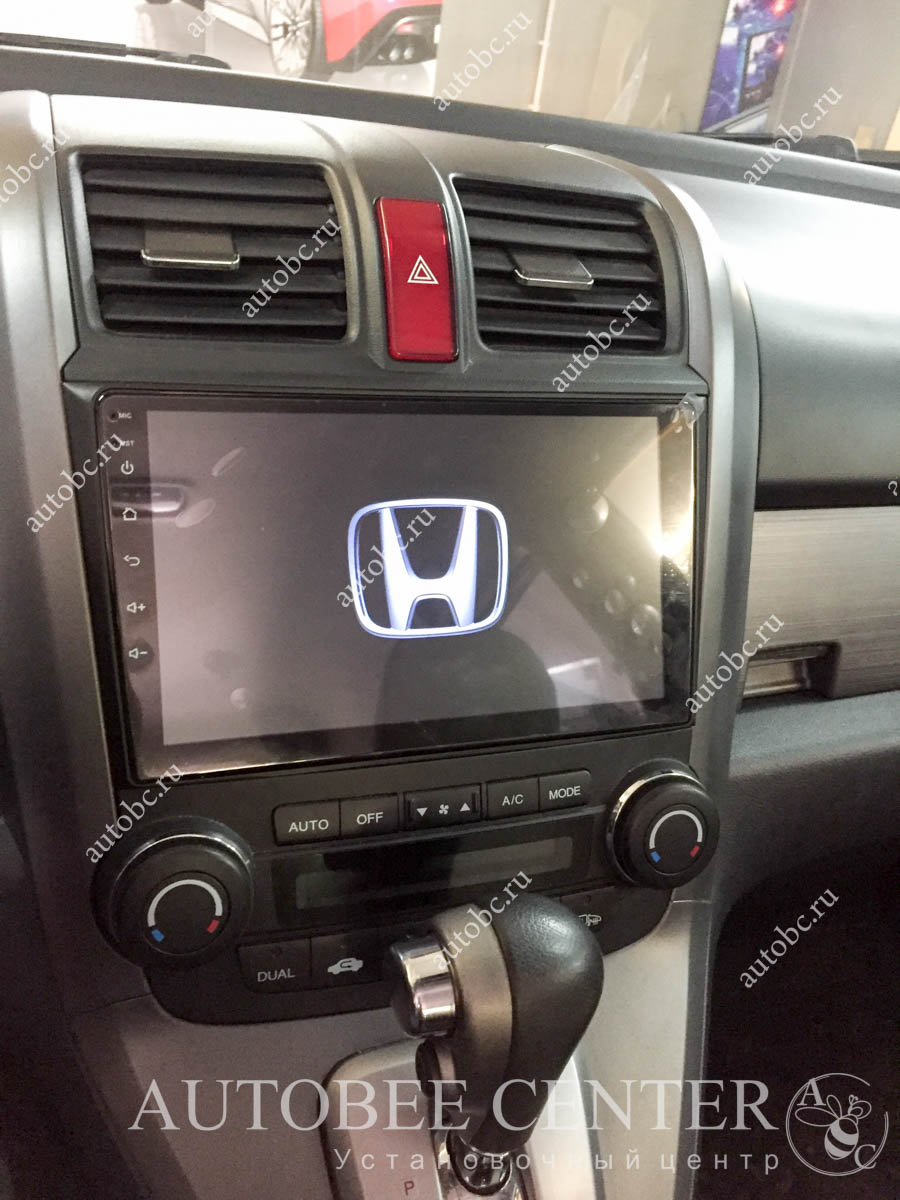 Honda CR-V (установка 2 din магнитолы и камеры)