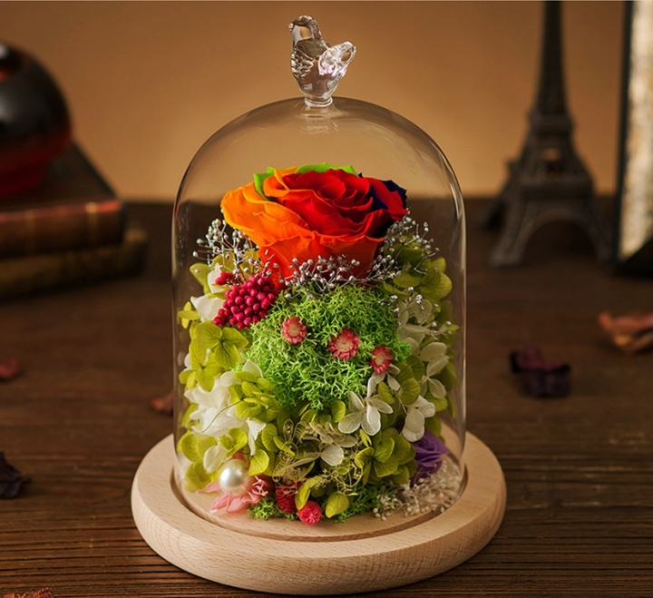 Стеклянная упаковка сама может стать элементом декора в квартире