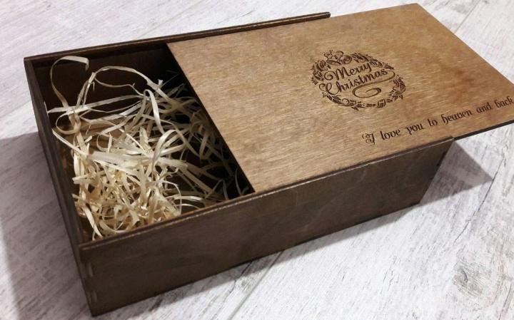Приятный аромат самой деревянной упаковки способен повысить настроение