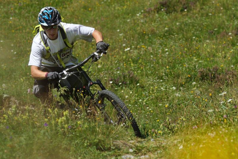 Катание на велосипеде летом