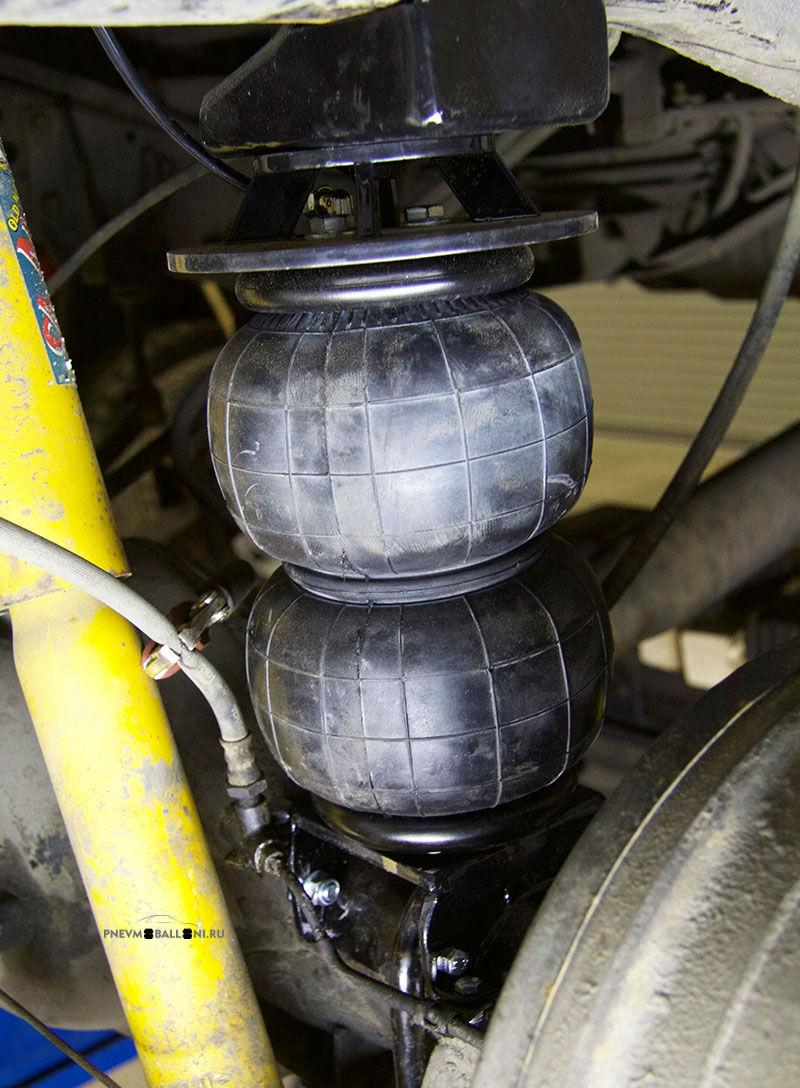 Комплект пневмобаллонов установлен в штатные места подвески: вид сбоку