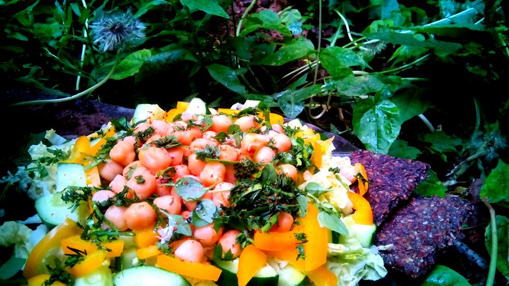 Салат с нутом и овощами. Автор фото - Марина Фролова, повар И-МНЕ Москва