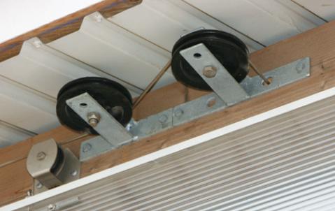 Ролики для вентиляционных панелей из поликарбоната для коровников
