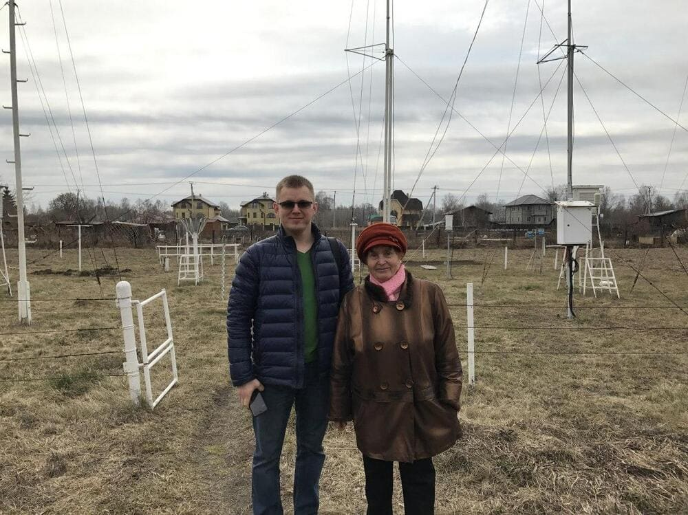 Фёдор Будылдин с сотрудницей метеостанции