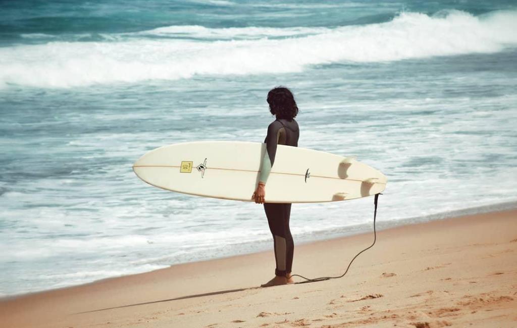 Перед серфинигом понаблюдай за океаном