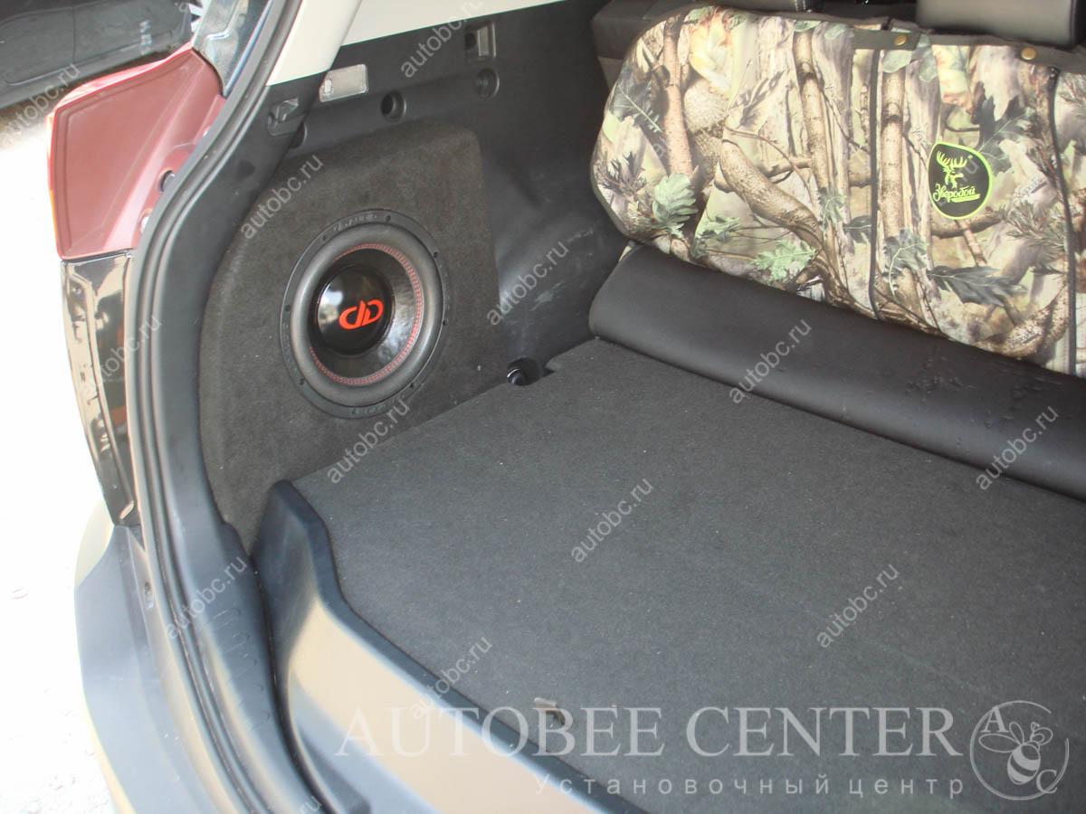 Сабвуфер в нишу багажника