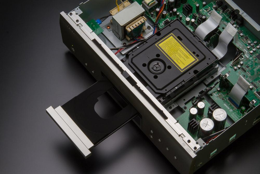 CD проигрыватель Denon DCD-1600NE привод