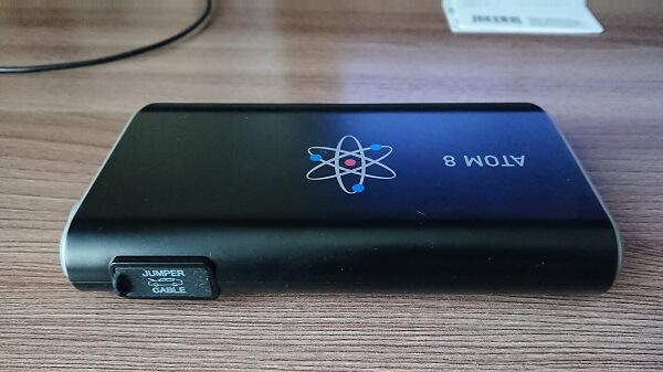 Суловые разъемы пускового устройства Aurora Atom 8 спрятаны под резиновый уплотнитель