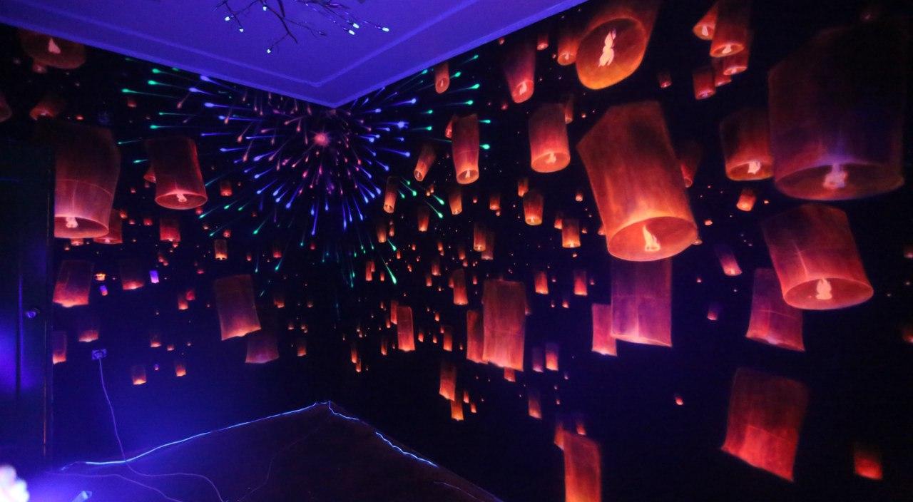 аэрография люминофорами на стене без света