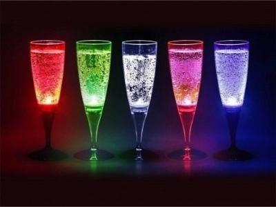 Светящиеся стаканы и бокалы