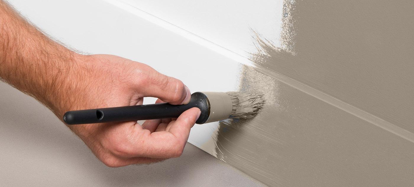 Покраска плинтуса в домашних условиях