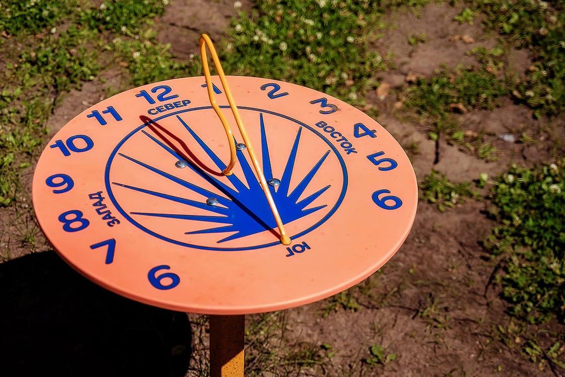 Солнечные часы с метеоплощадки Умничка