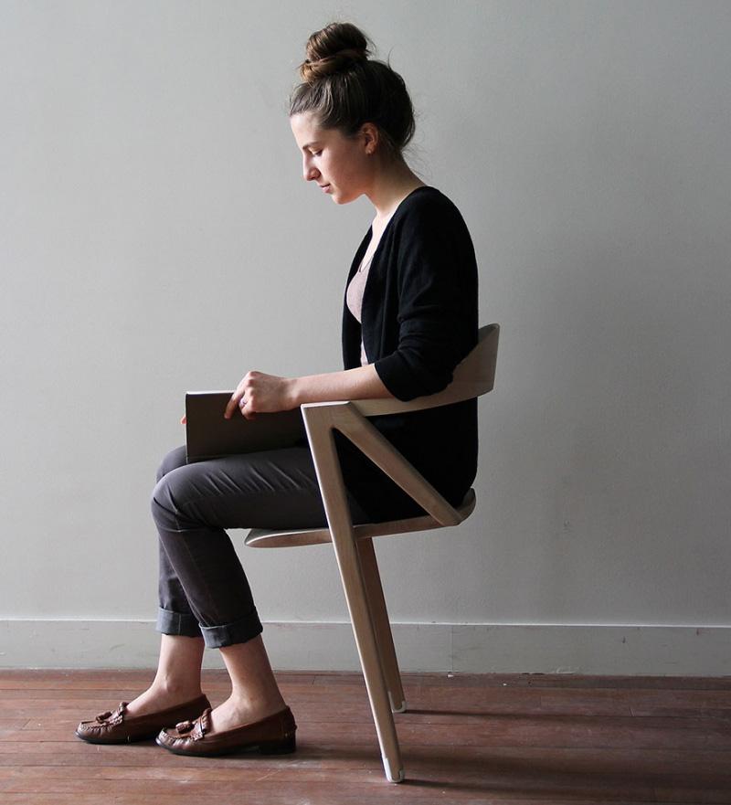 Фото сидящих людей
