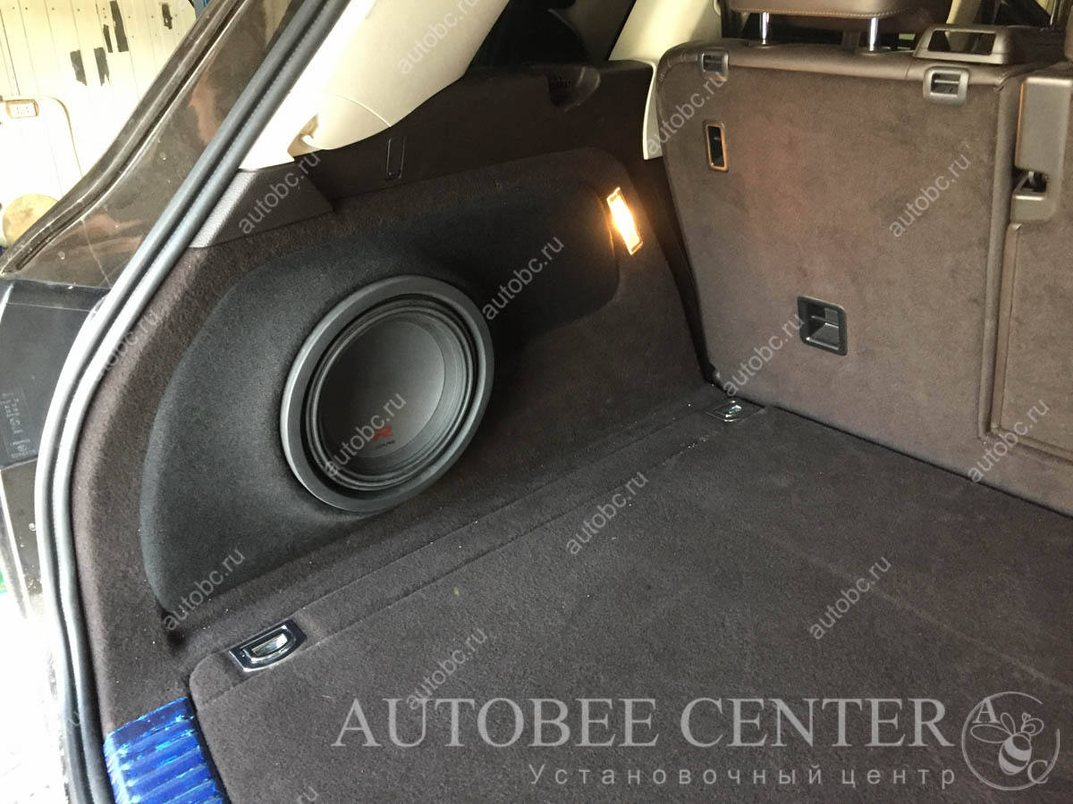 Volkswagen Touareg(сабвуфер Стелс)