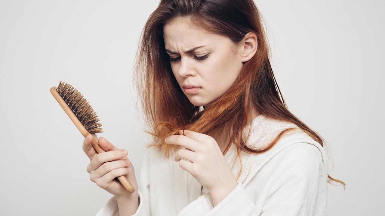 Девушка с проблемными волосами
