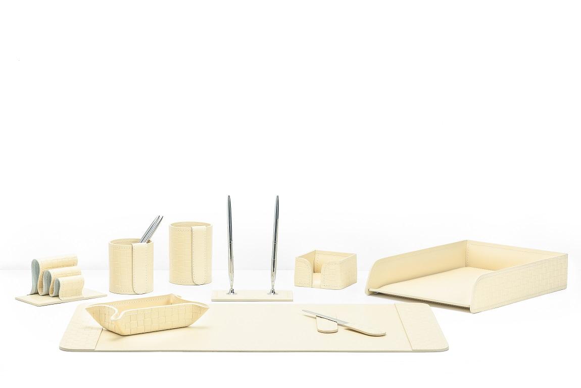 светло-бежевый кожаный набор в кабинет випнабор