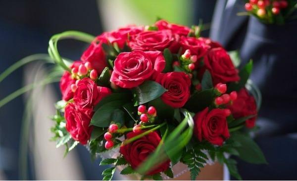 букет_невесты_в_Алматы__оформление_цветами_красная_роза.jpg