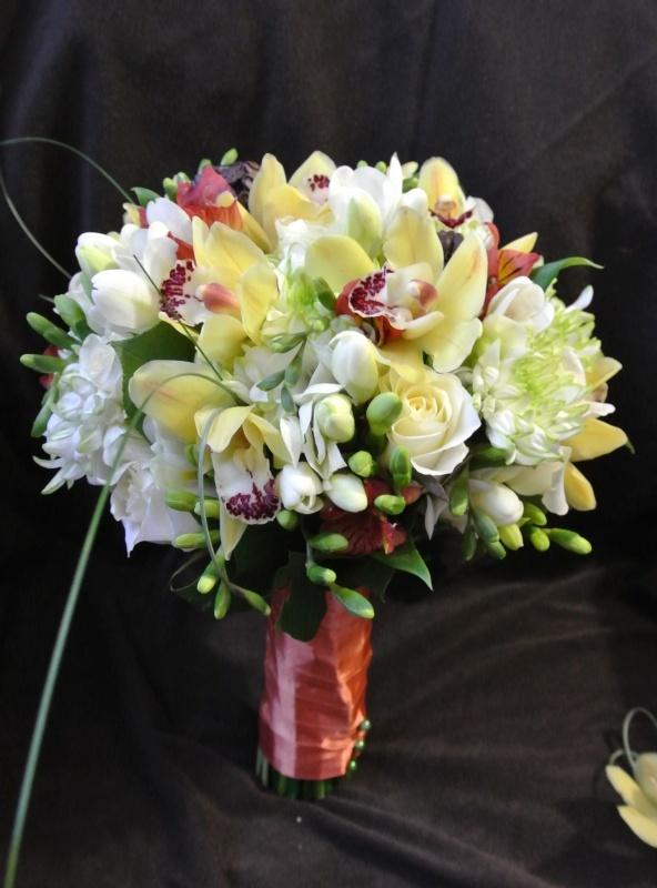 букет_невесты_в_Алматы__оформление_цветами_лизиантус_орхидея.jpg