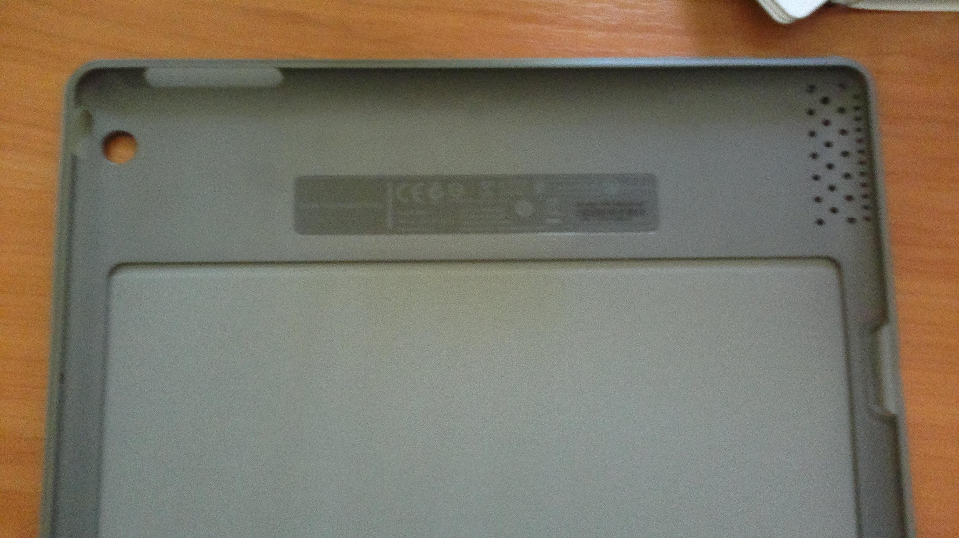 Logitech Solar Keyboard Folio тонкая конструкция