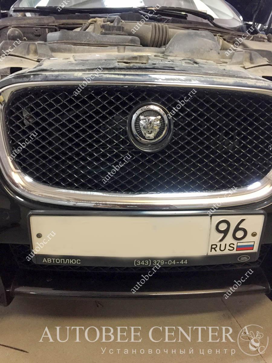 Jaguar XF (Установка видеорегистратора)