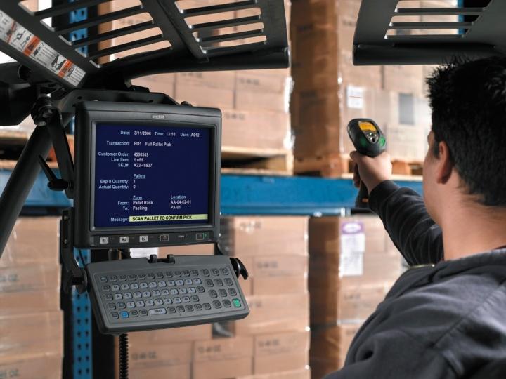 Мобильные рабочие места сотрудников ускоряют складские процессы