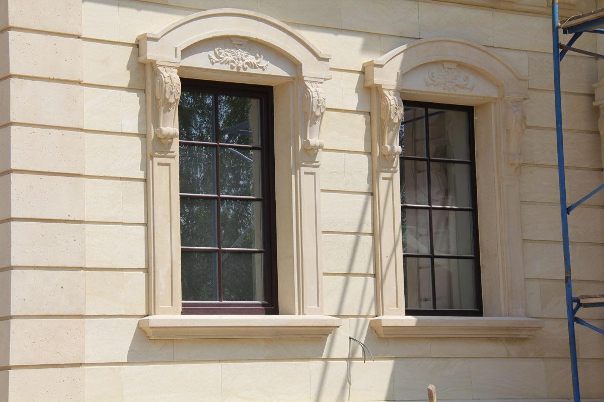 Окно из архитектурного бетона