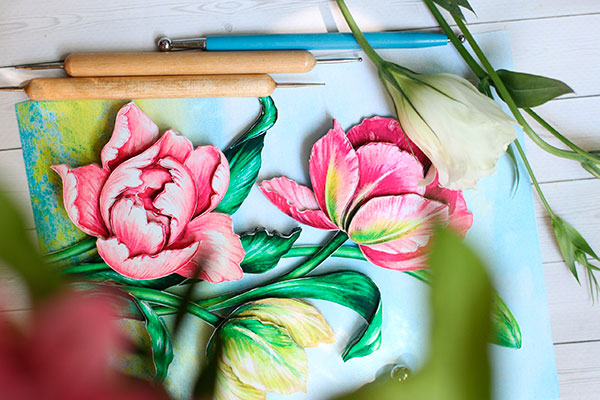Скульптинг — что это такое. Главное фото статьи. На фото сюжет — Весенние тюльпаны и инструменты для скульптинга.