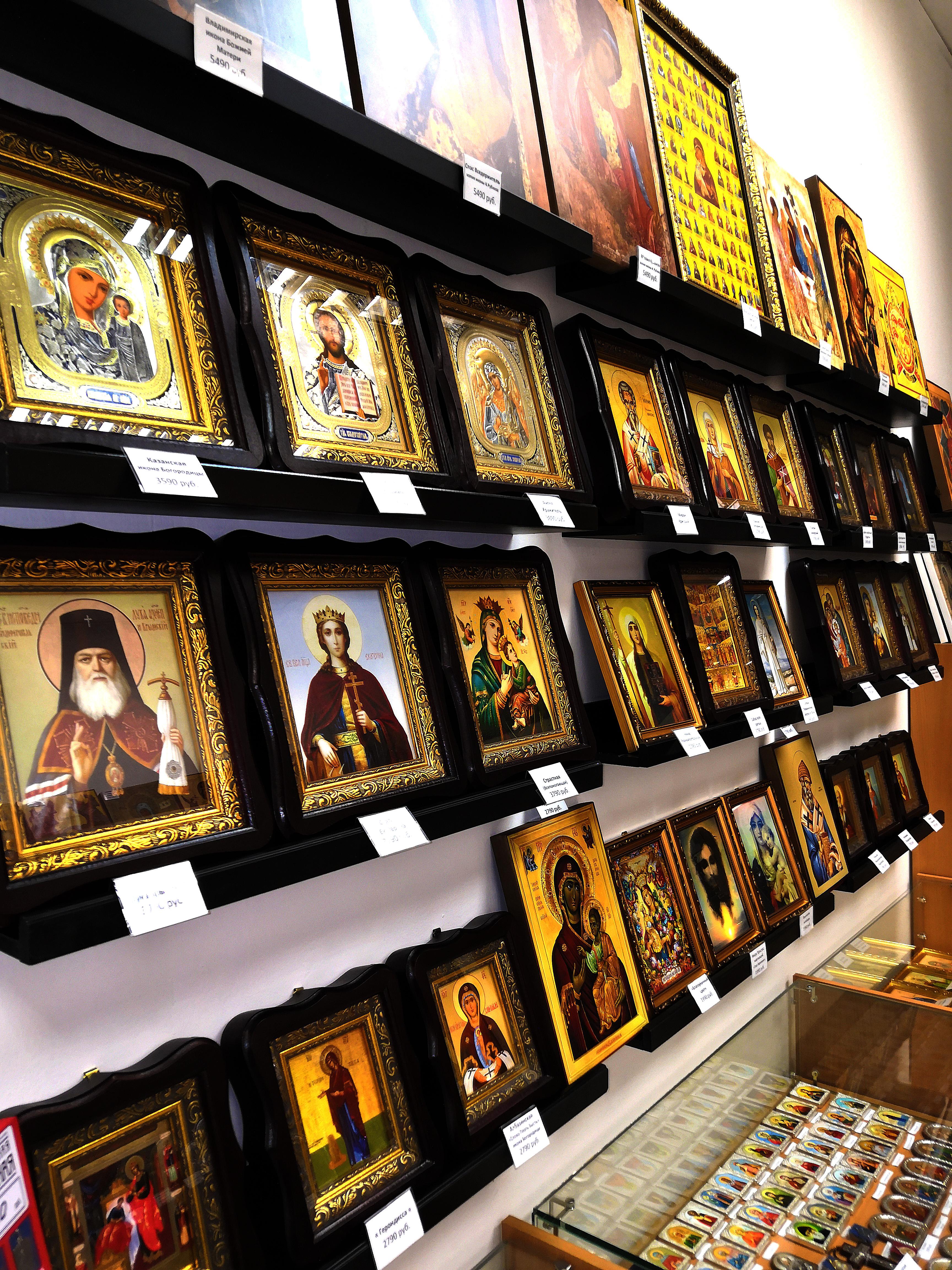 Витрина с иконами магазин Православные иконы