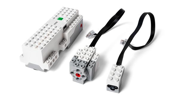 Программируемый блок, сервомотор и датчик цвета и расстояния Lego Boost