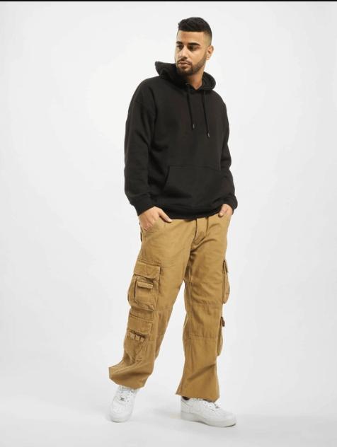 """Пример посадки на юноше штанов-брюк """"Карго"""" с боковыми накладными карманами Pure Vintage"""