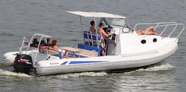 Большая лодка РИБ