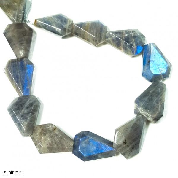Бусины треугольной формы из лабрадорита