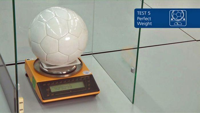 Взвешивание футбольного мяча