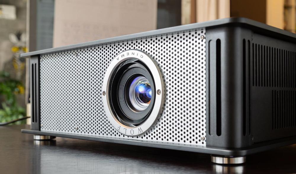 4K проектор Wolf Cinema TXF-500