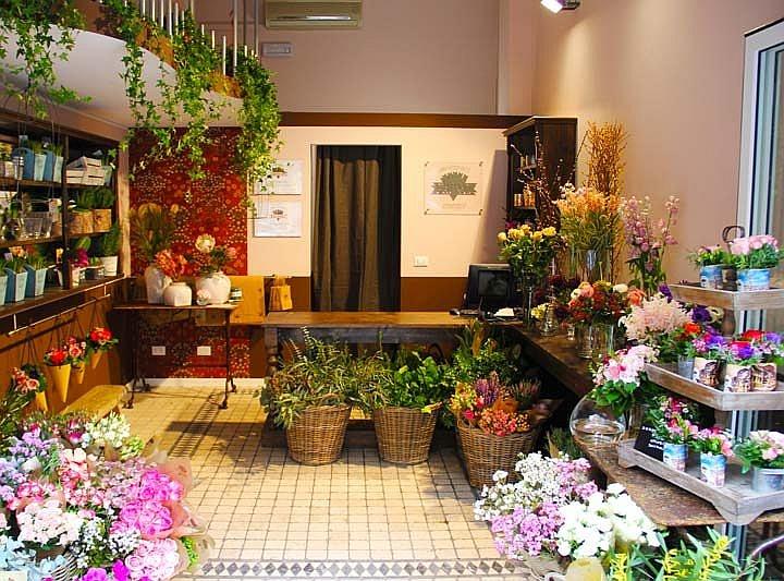 Современная кассовая техника красиво впишется в стиль любого магазина цветов