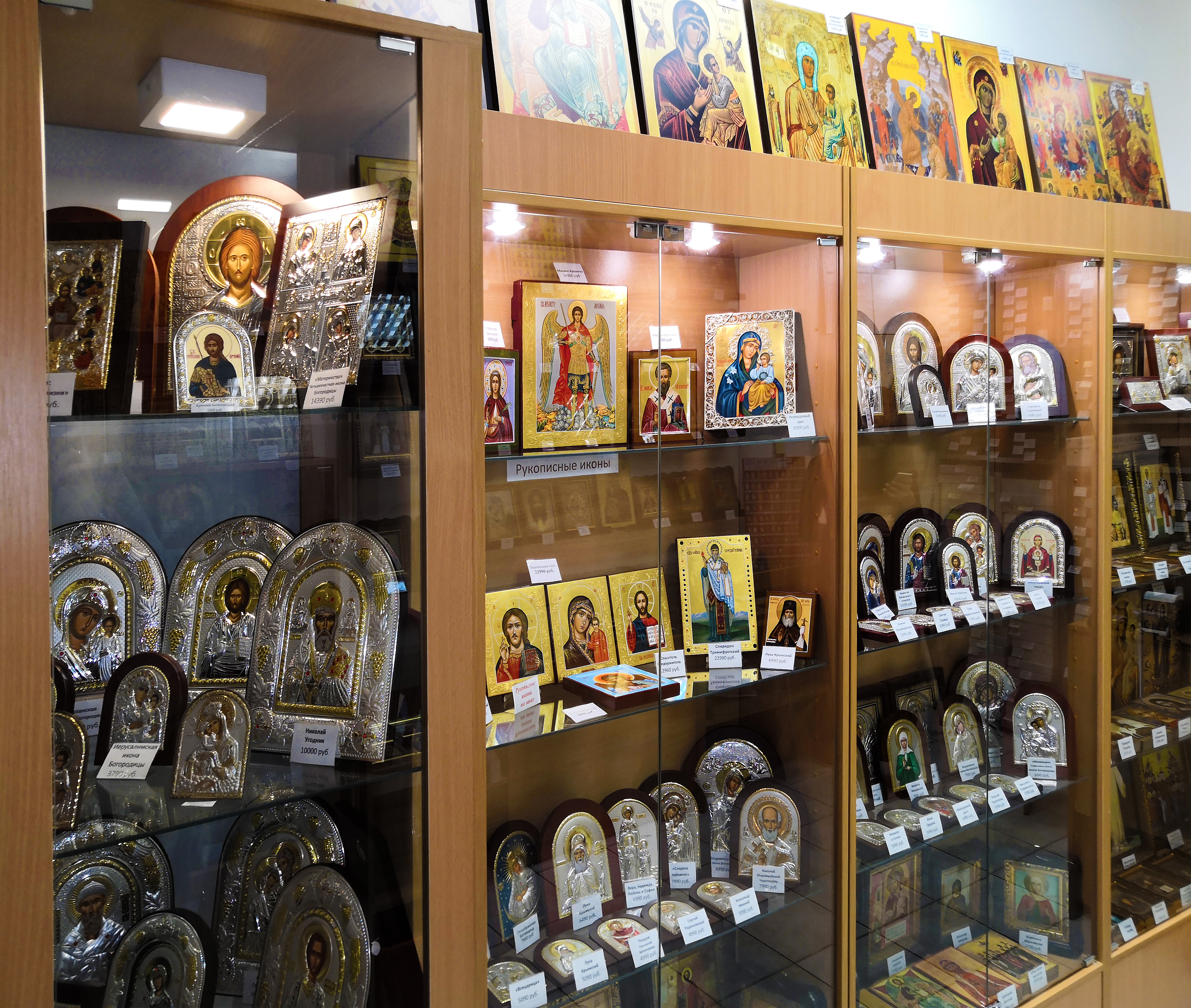 """Серебряные и рукописные иконы в магазине """"Православные иконы"""" на улице Таганская, дом 2 ( ТЦ Таганка )."""
