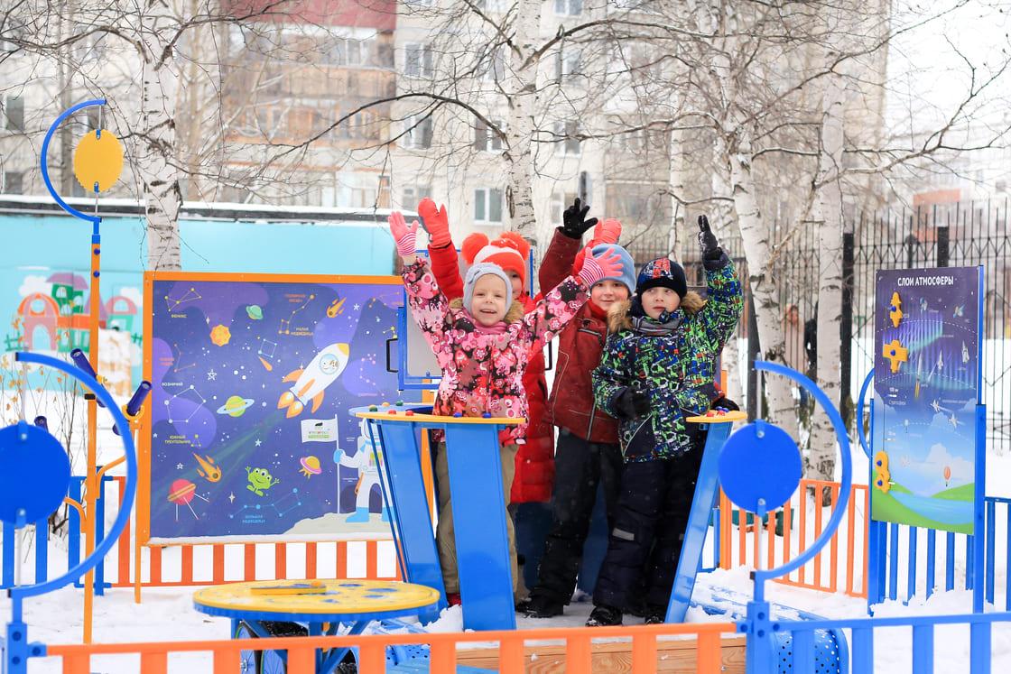 Радость детей на космической площадке от Умнички