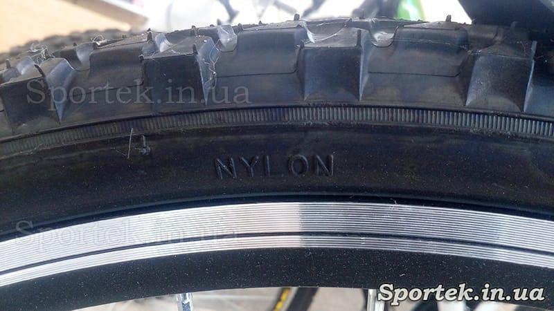 Напис на велосипедній покришці Nylon (нейлон)