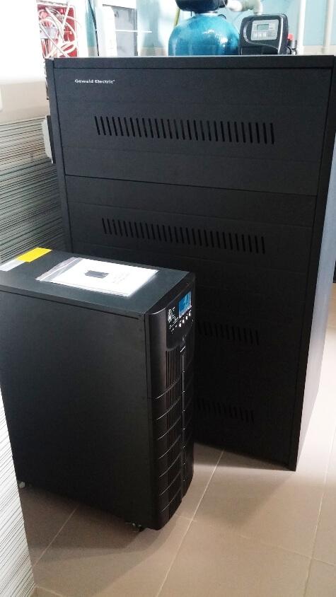 Трехфазный ИБП Gewald Electric HT3110 с батареями 100 Ач в шкафу