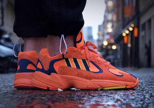 Рыжие Adidas Yung 1 на ноге