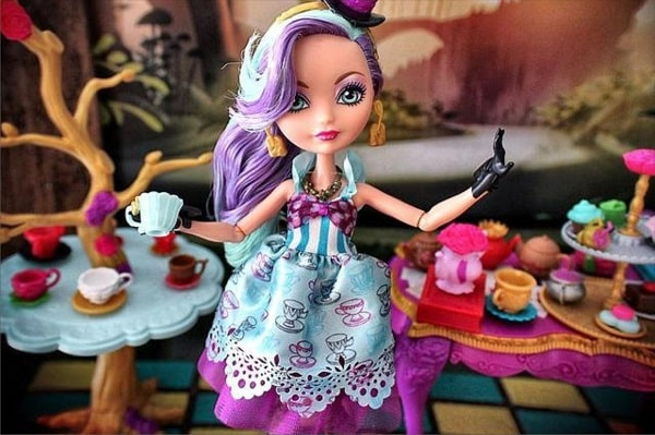 Кукла Меделин Хеттер и набор мебели - серия Чайная Вечеринка