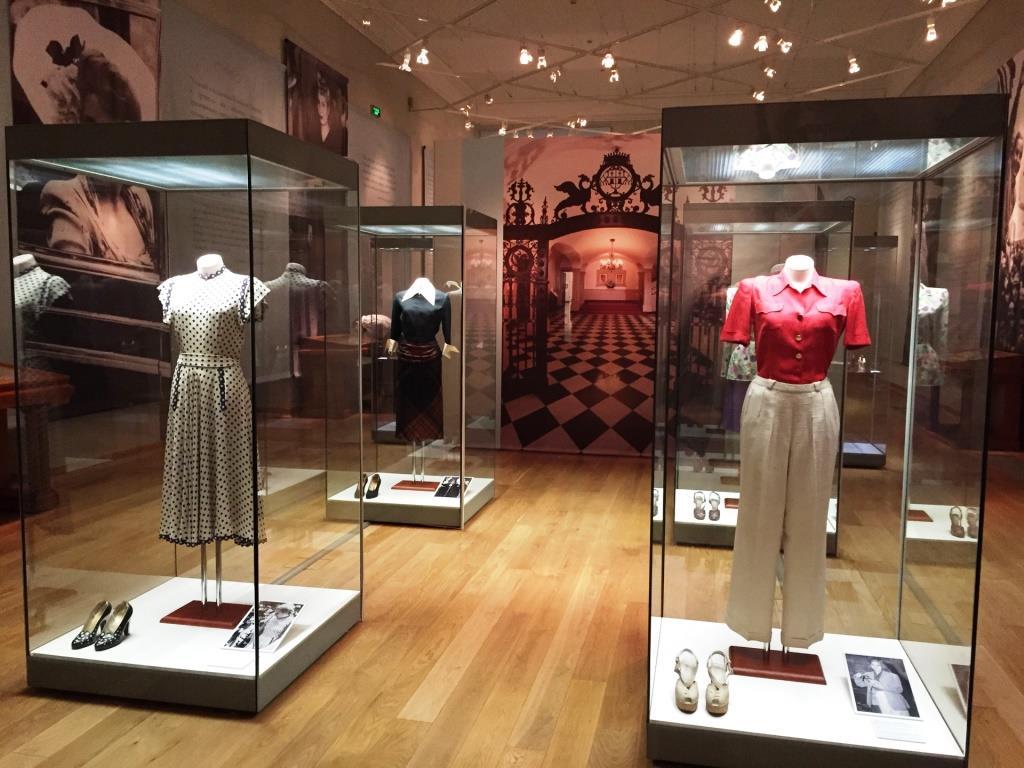Одежда Эвы Перон на манекенах Royal Dress forms