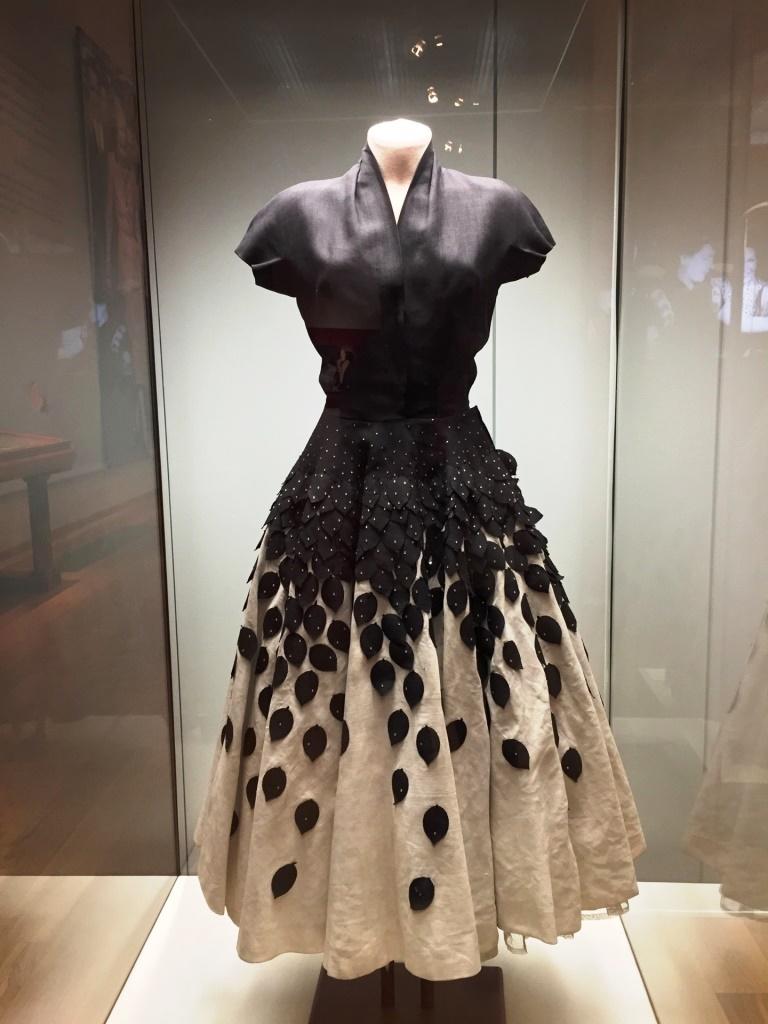 Платье Эвы Перон на демонстрационном манекене Royal Dress forms в Историческом музее Москвы