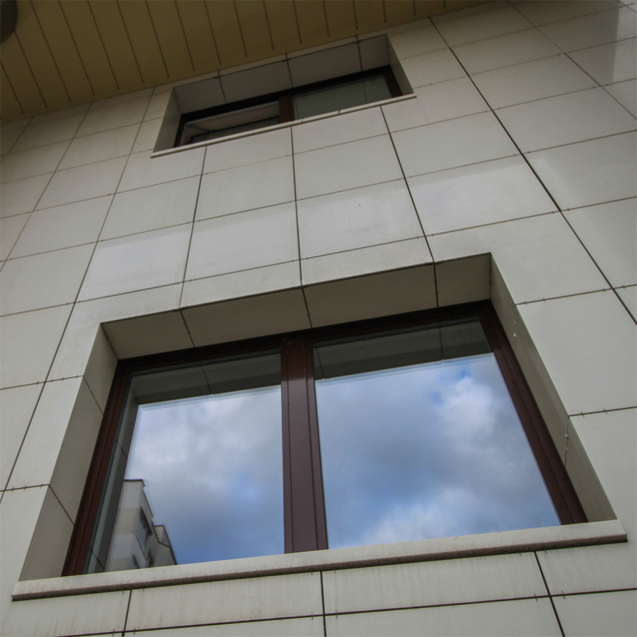 откос окна из керамической плитки