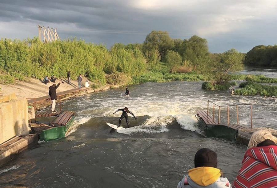 Речная волна на реке Дон под Липецком