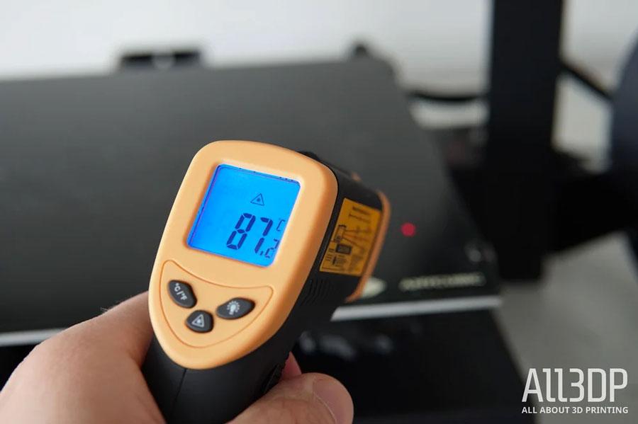 Температура выставлена на максимум, 90 °C, и вся поверхность уже почти нагрелась